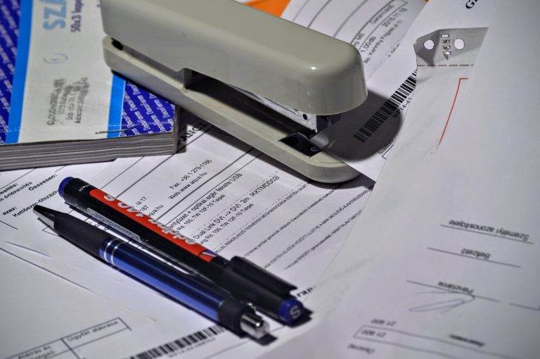 Régler ses factures par compte bancaire à la source.